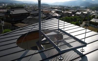 k-house (屋根へと上がる螺旋階段)