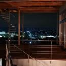 k-houseの写真 借景を楽しめる開放的なコート (夜景)