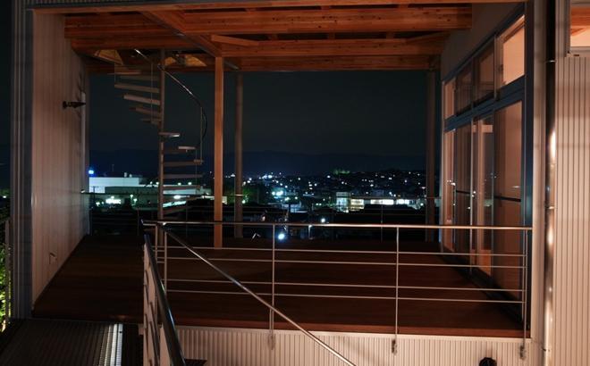 k-houseの部屋 借景を楽しめる開放的なコート (夜景)