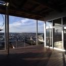 k-houseの写真 借景を楽しめる開放的なコート (日中)