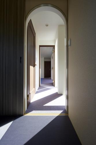 内に開く家の写真 廊下