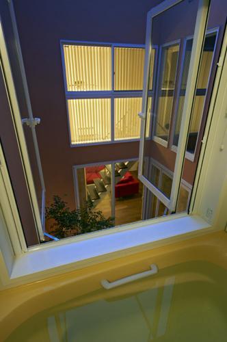 内に開く家の写真 バスルーム