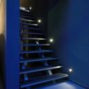 照明で演出された階段