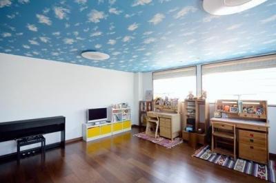 子供部屋 (足立区の花火が目前に見える家)
