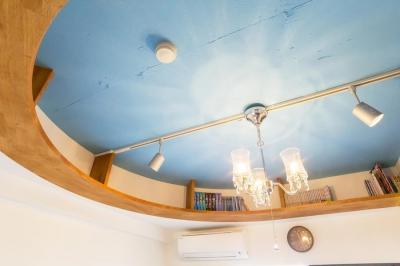 子ども部屋天井 (Left hand Rule—子ども部屋とミニカーの大収納庫)