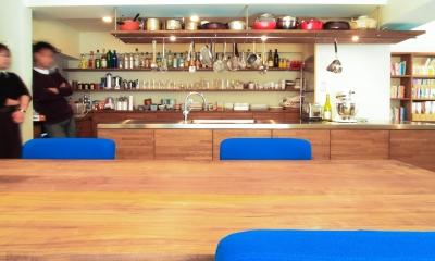 Jiuba—キッチンを中心に仲間が集まる30畳のLDK