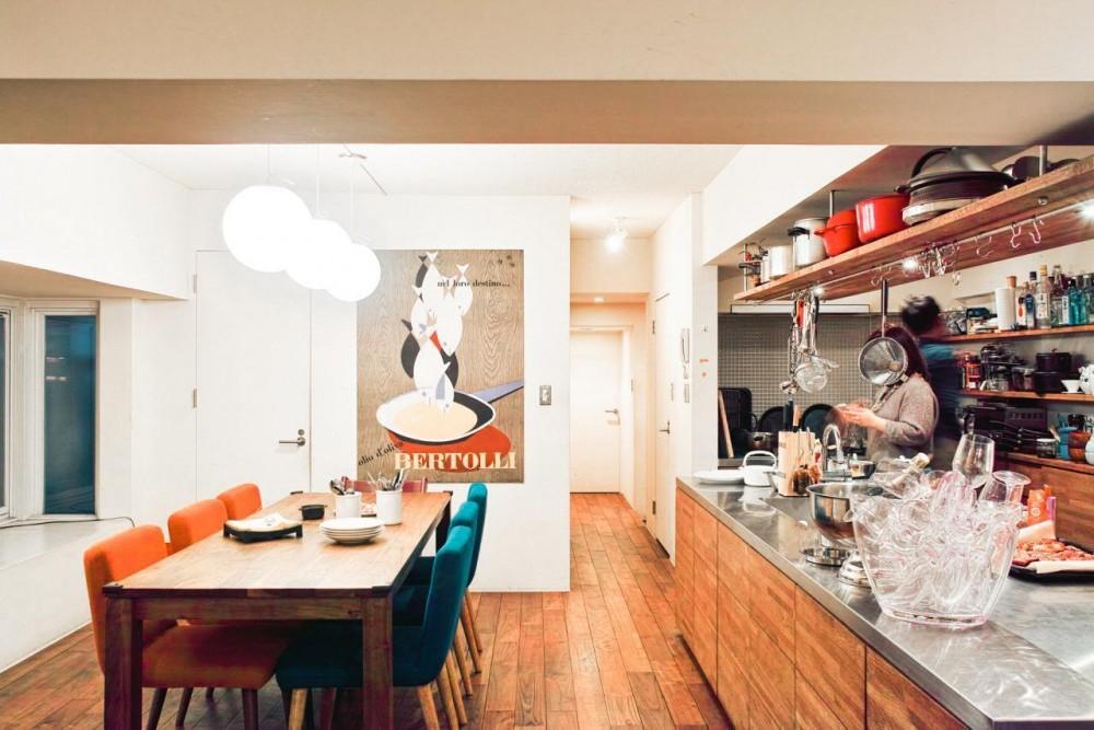 Jiuba—キッチンを中心に仲間が集まる30畳のLDK (ダイニングキッチン)