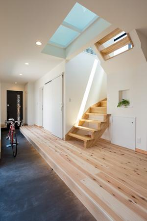 土間のある家の部屋 広々とした土間のある玄関
