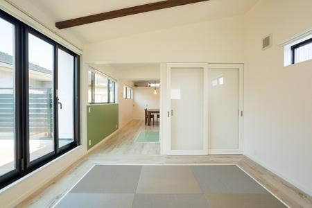 土間のある家の部屋 琉球畳を敷いた和モダン空間