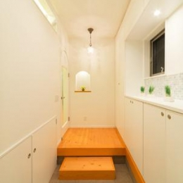 Casa Bonita(かわいい家) (白を基調とした明るい玄関)