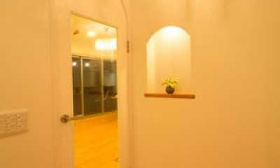 Casa Bonita(かわいい家) (明かりの灯った玄関ホール)