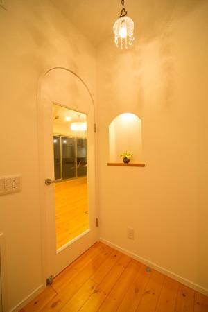 Casa Bonita(かわいい家)の部屋 明かりの灯った玄関ホール