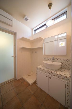 Casa Bonita(かわいい家)の部屋 ハイサイドライトで明るい洗面エリア