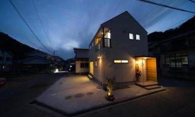 外観 (夜景)|Casa Bonita(かわいい家)