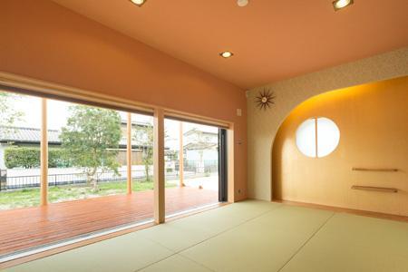 森xイエの写真 ウッドデッキと隣接する和室