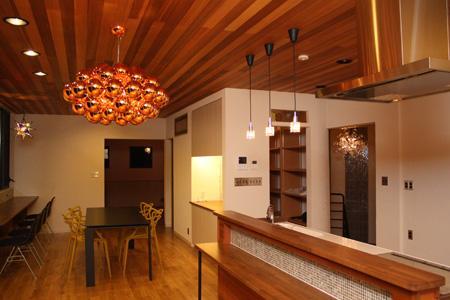 森xイエの部屋 明かりの灯ったキッチン・ダイニング