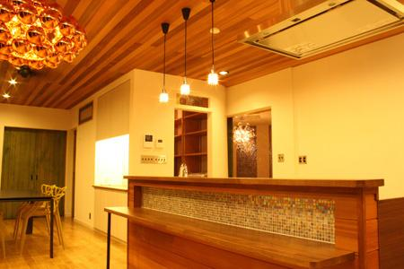 森xイエの写真 明かりの灯ったキッチン・ダイニング