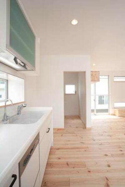 白いキッチン (cross road HOUSE)