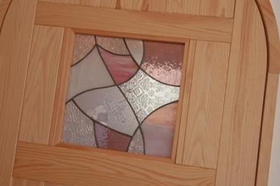 ステンドガラスをはめ込んだドア (cross road HOUSE)