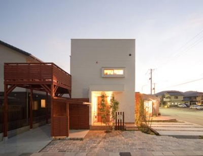 cross road HOUSE (外観 (夕景))