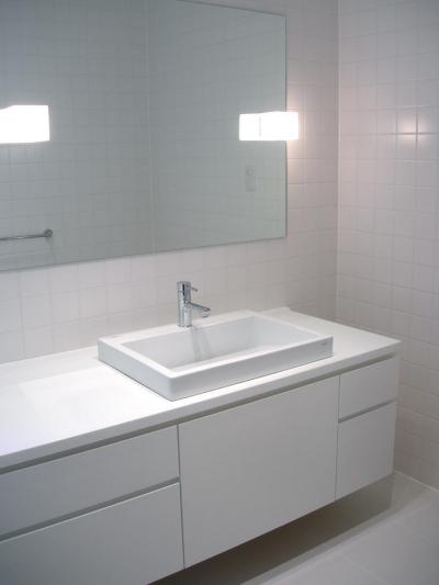 洗面 バスルーム (ミニマルバスルーム|木造住宅2階の洗面浴室のリフォーム|)