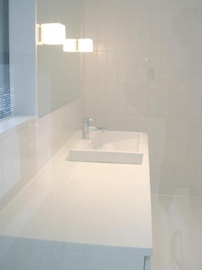 洗面・バスルーム (ミニマルバスルーム|木造住宅2階の洗面浴室のリフォーム|)