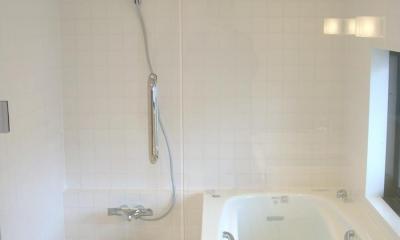 ミニマルバスルーム|木造住宅2階の洗面浴室のリフォーム| (バスルーム)