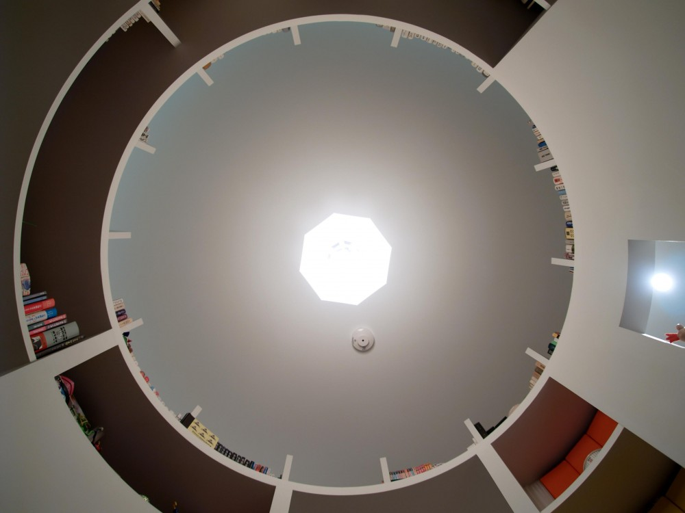 SHAPES—丸・三角・四角の空間を備えた部屋 (書斎天井)