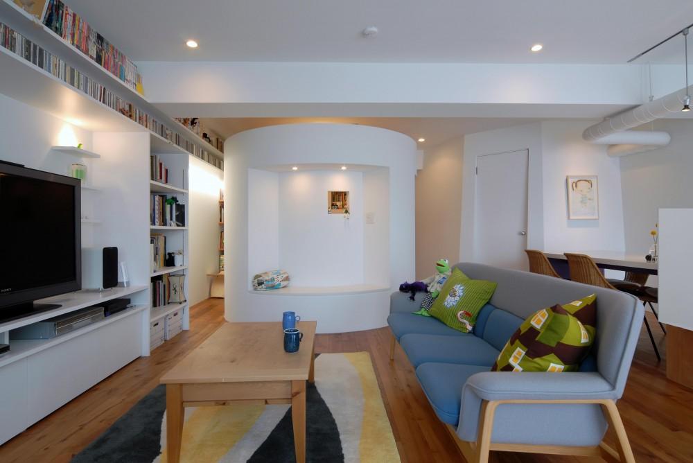 ブルースタジオ「SHAPES—丸・三角・四角の空間を備えた部屋」