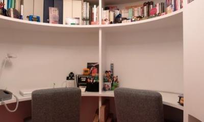 SHAPES—丸・三角・四角の空間を備えた部屋 (書斎)