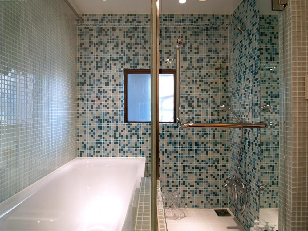 SHAPES—丸・三角・四角の空間を備えた部屋 (バスルーム)