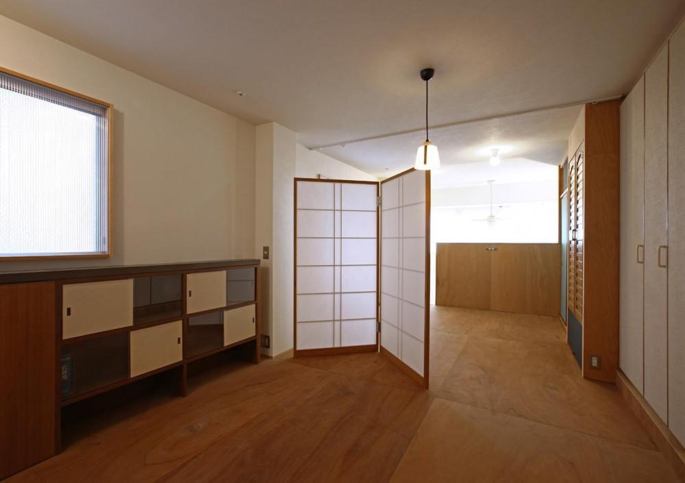 高円寺のリノベーション (上階ベッドルーム・書斎コーナー)