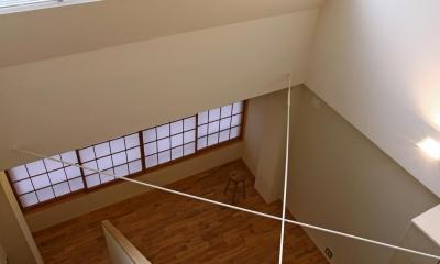 リビング吹抜け上部に追加されたトップライトから射し込む光|高円寺のリノベーション