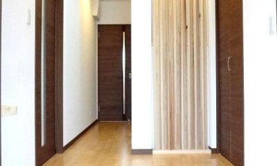 リビング和室で家族が笑顔でくつろぐ暮らし (玄関ホール)