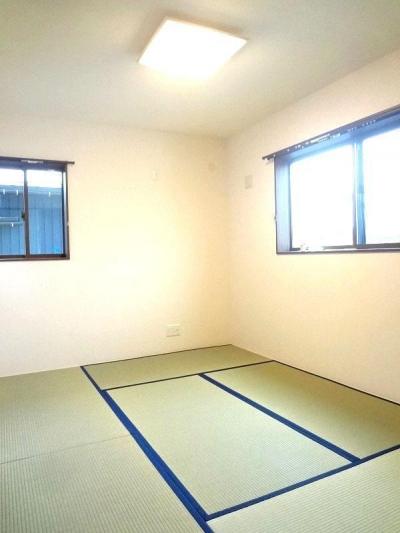 2階和室 (リビング和室で家族が笑顔でくつろぐ暮らし)