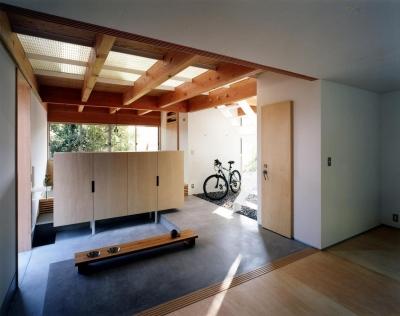 子供室~土間 (28坪の大きな家)