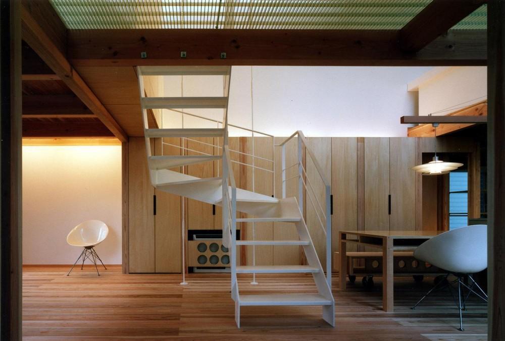 2つの中庭のある家 (階段)