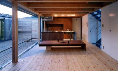 ガレージの家 (リビング~キッチン)