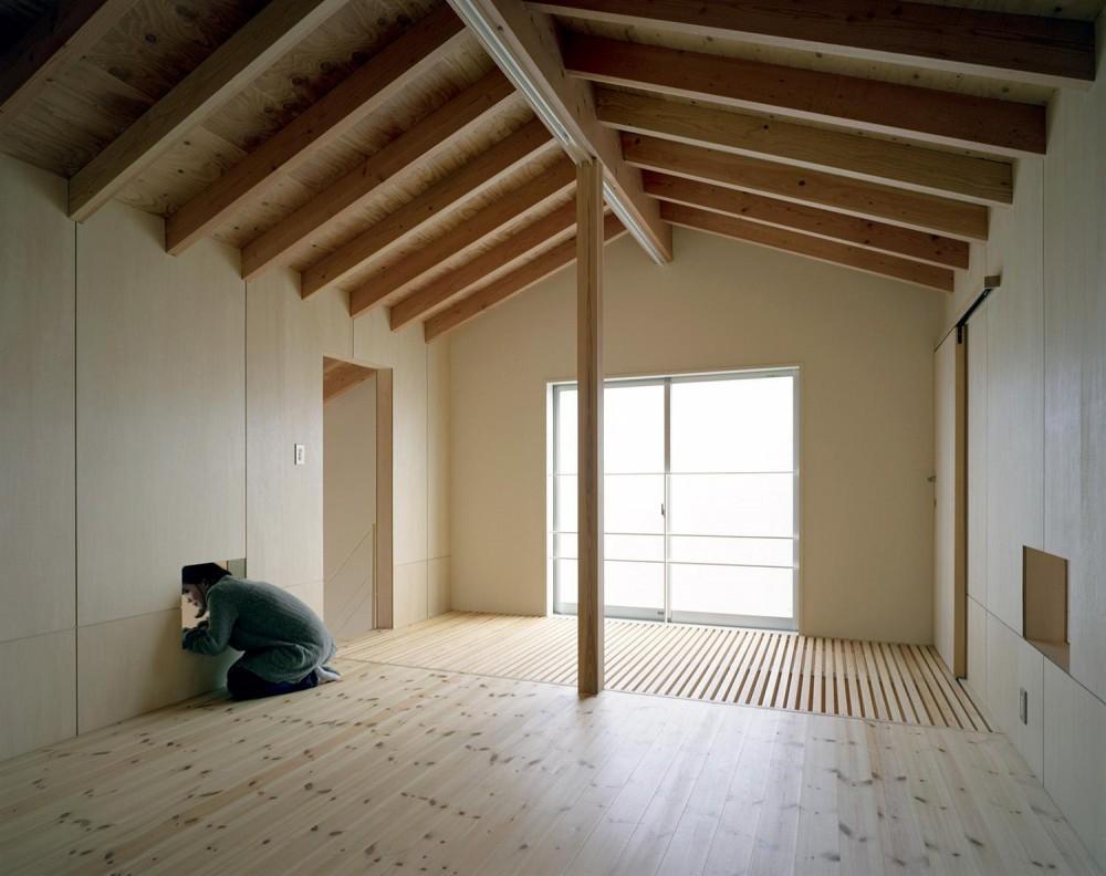 床段差の家 (寝室)