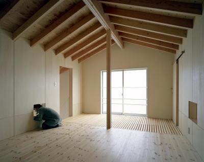 寝室 (床段差の家)