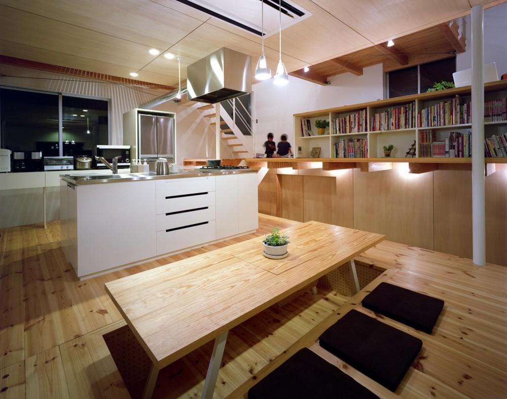 床段差の家 (ダイニングキッチン)