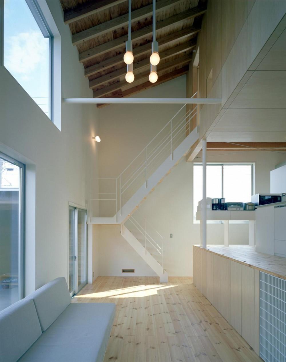 床段差の家 (リビング)