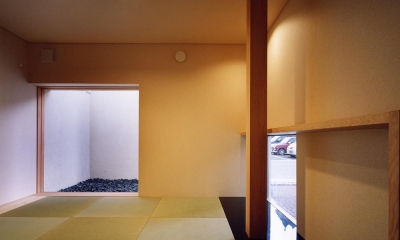 中庭と水盤のある家|上新田の家 (中庭からアプローチする離れ 坪庭のある和モダン空間)