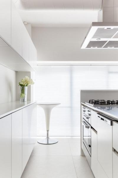 キッチン (twofold—まるで美術館のカフェのような部屋)