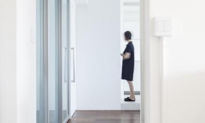 twofold—まるで美術館のカフェのような部屋 (ドア)