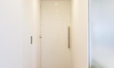 twofold—まるで美術館のカフェのような部屋 (廊下)