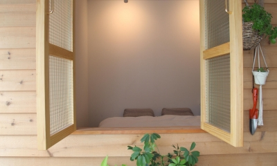 U邸—三角の間取りだからできた部屋 (寝室)