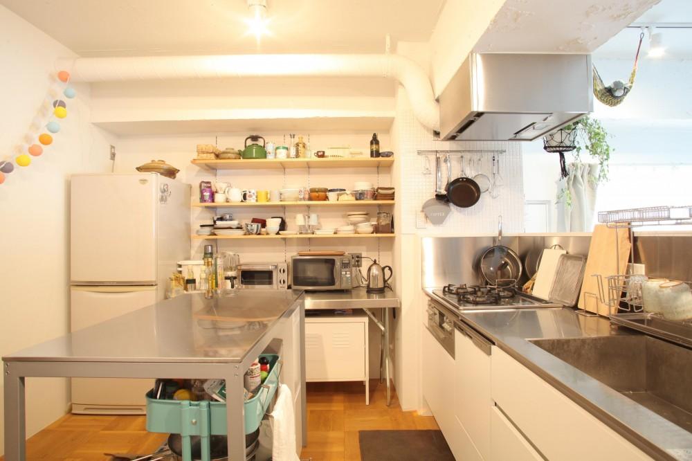 U邸—三角の間取りだからできた部屋 (キッチン)