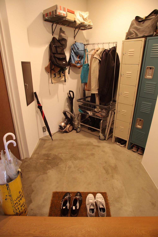 U邸—三角の間取りだからできた部屋 (玄関)