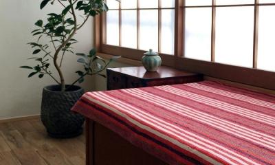 リビング窓際の既存箪笥を転用したベンチ|高円寺のリノベーション